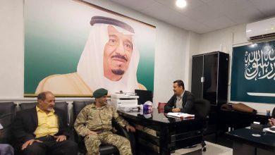صورة اللواء شلال شايع يلتقى بمدير مكتب شؤون الجرحى لقوات التحالف العربي بعدن