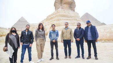 """صورة مينا مسعود سفير مبادرة """"اتكلم عربي"""" يزور الأهرامات وأبو الهول"""