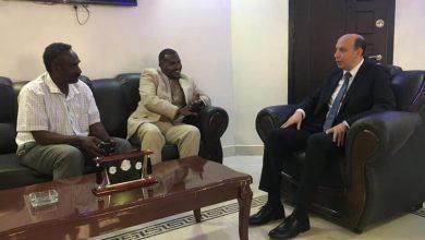 صورة القنصل العام في بورسودان يلتقي بمسئولي ولاية البحر الأحمر السودانية