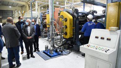 صورة محافظ بورسعيد يتابع سير العمل بمصنع انتاج اطارات السيارات جنوب بورسعيد