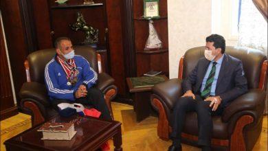 """صورة وزير الرياضة يدعم """"الحديدي"""" بطل ألعاب القوي لذوي القدرات الخاصة"""