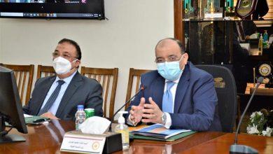 صورة وزيرا التنمية المحلية والإسكان وعدد من المحافظين يناقشون الضوابط والاشتراطات التخطيطية والبنائية للمدن المصرية