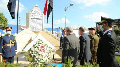 صورة محافظ كفرالشيخ ومدير الأمن يضعان إكليل زهور على نصب شهداء الشرطة من أبناء المحافظة