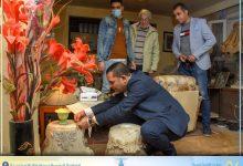 """صورة مواطن يوناني الجنسية يُهدى محافظة الإسكندرية  قطعتين أثريتين توارثهم من خالته صاحبة المحل اليوناني""""""""Elite"""""""
