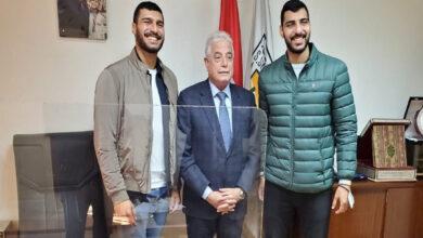 صورة محافظ جنوب سيناء يستقبل أبطال مصر لكرة اليد بمكتبه بالقاهرة