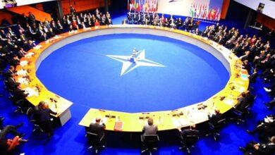 صورة أمين عام الناتو يجري أول محادثات عبر الهاتف مع الرئيس الاميركي الجديد