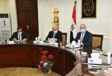 صورة وزير الإسكان ومحافظ الجيزة يتابعان الموقف التنفيذي لمشروع تطوير عشش شارع السودان