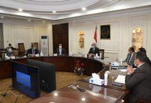 صورة وزير الإسكان يتابع أعمال الرفع المساحى للمرحلة الأولى بمدينة رأس الحكمة الجديد