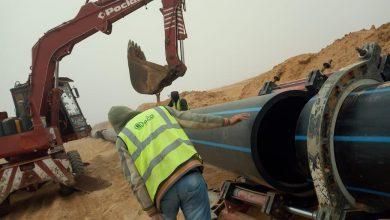 صورة  رئيس جهاز ٦ أكتوبر الجديدة يتابع أعمال تنفيذ خط المياه المغذي للميناء الجاف ورصف الطرق بمنطقة غرب المطار