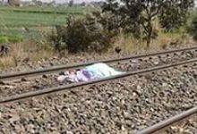 صورة مصرع شاب إثر سقوطه من القطار بقنا