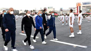 صورة الرئيس السيسي يتفقد الأنشطة التدريبية للطلبة الجدد بالكلية الحربية ويلتقي بأسرهم
