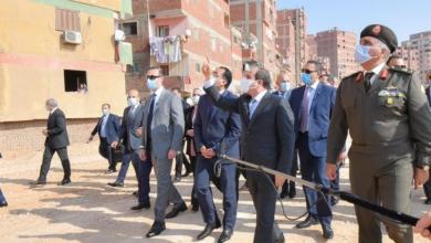 صورة الرئيس السيسي يتفقد منطقة عزبة الهجانة شرق القاهرة