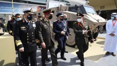 صورة بالصور وزير الدفاع يعود إلى أرض الوطن بعد مشاركته فى معرض أيديكس بدولة الإمارات العربية المتحدة