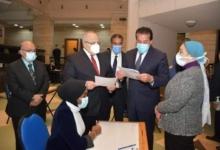 صورة وزير التعليم العالي ورئيس جامعة القاهرة يتفقدان بدء امتحانات الفصل الدراسي الأول بكلية الطب